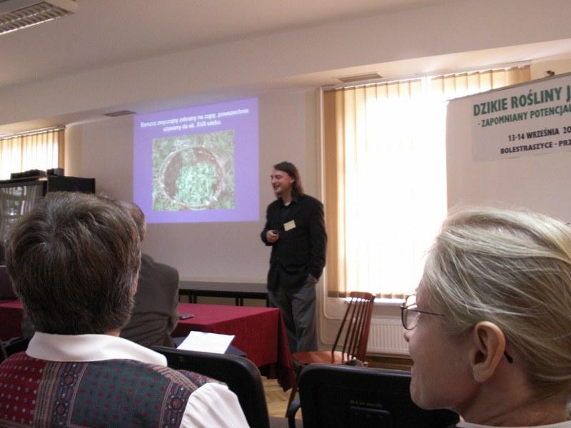 """Wspomnienie o konferencji w Bolestraszycach """"Dzikie rośliny jadalne: zapomniany potencjał przyrody"""""""